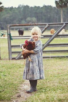 Country girl, down on the farm! The Farm, Country Life, Country Girls, Country Living, Country Charm, French Country, Little People, Little Girls, Gallus Gallus Domesticus