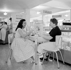 Cuando existía Sears y además podías sentarte a consultar con una cosmetóloga especializada. | ¿Puedes ver estas 24 fotos sin querer de vuelta a la Venezuela de antes?