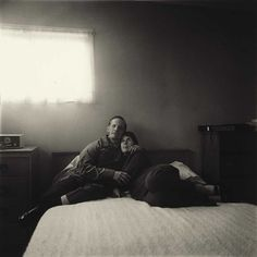 by Diane Arbus, A blind couple in their bedroom, Queens, NY, 1971 Diane Arbus, Film Photography, Amazing Photography, Transgender People, Gelatin Silver Print, Photo Couple, Beach Portraits, Famous Photographers, Black And White Photography