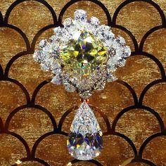Brooches : DIAMONDS