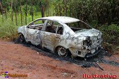 UNAIENSES: NOVA PORTEIRINHA-MG - Carro é carbonizado com corp...