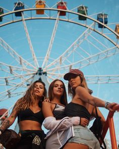 Shared by Find images and videos about girls, friendship and bff on We Heart It - the app to get lost in what you love. Bff Poses, Friend Poses, Cute Friend Pictures, Best Friend Pictures, Shotting Photo, Best Friend Photography, Images Esthétiques, Photo Portrait, Cute Friends