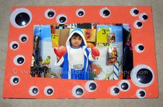 Super Cheap & Easy-to-Make Googly Eye Picture Frame for a kids Halloween craft