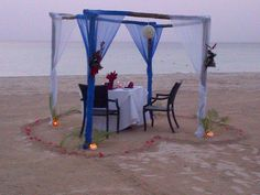 We love this romantic beach dinner idea - and #Langezandt offers plenty opportunities for romance