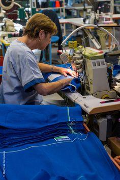 Crédit photo Romain Gicquiaux http://blog.pic-de-nore.com/le-tour-de-france-du-made-in-france-fait-etape-dans-notre-manufacture/ #picdenore #pull #mode #fashion #homme #madeinfrance
