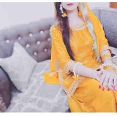 Whatsapp Cute Girl Dpz Stylish Dpz for whatsapp cute pic Pakistani Mehndi Dress, Beautiful Pakistani Dresses, Pakistani Bridal Dresses, Pakistani Dress Design, Shadi Dresses, Stylish Dresses For Girls, Stylish Dress Designs, Stylish Girls Photos, Stylish Girl Pic