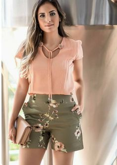 Confira esses looks super lindinhos Stylish Summer Outfits, Sophisticated Outfits, Trendy Outfits, Cute Outfits, Fashion Outfits, Casual Chic, Casual Wear, Elegante Shorts Outfit, Short Outfits