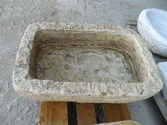 Pila antigua de piedra viva de travertino. Solo en Anticuable.com