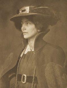 Frau Mathasius, Camera Work VIII, 1904 // James Craig Annan /1864-1946)
