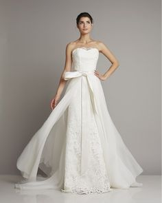 Slim strapless wedding dress with beautiful lace and removable train of tulle by Giuseppe Papini
