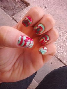Christmas-color water marble nails