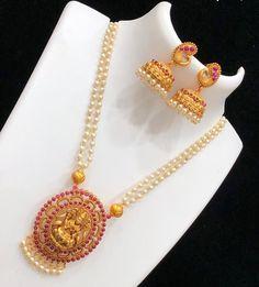 Beads Mala With Laxmiji designed Pendant Pearl Necklace Designs, Beaded Jewelry Designs, Jewelry Design Earrings, Gold Earrings Designs, Pearl Jewelry, Pendant Jewelry, Jewelery, Gold Necklace, Gold Bangles Design