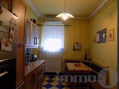 Budapesten a VI. kerületben a Podmaniczky utcában kínálok egy napfényes, pár éve teljesen felújított, magas emeleti, nagy belmagasságú, utcai kilátású budai örök panorámás 3+1 szobás  119 m2 két bejáratos két külön ingatlanra bontható egyedi fűtéses tégla lakást.