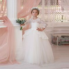 89.50$  Watch here - http://ali06u.worldwells.pw/go.php?t=32786062801 - Lovely Long Sleeve Lace Appliques Ball Gown Flower Girls Dresses 2017 First Comminucate Dress Girl's Pageant Gowns