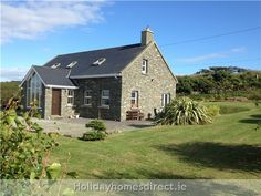 Self Catering Holiday Home Schull Holiday Rentals Cottages to let West Cork Irish Beach, West Cork, Facade House, Beach Cottages, Cosy, Catering, House Plans, Farmhouse, Cabin