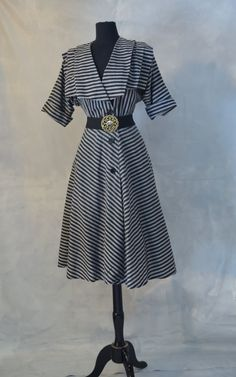 1950s vintage rockabilly dress with full cIrcle skirt.
