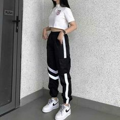 Bu yl gney kore de moda byle sala eyler herzamanki gibi moda eofman ve ksa tirt untitled outfits coreanos untitled huge source by hagenesdakota fashion outfit going out Kpop Fashion Outfits, Sporty Outfits, Cute Casual Outfits, Mode Outfits, Retro Outfits, Dance Outfits, Stylish Outfits, Girl Outfits, Fashion Tips