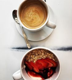 The best yogurt bowl so far in Spain #breakfast #onthetable #foodie #eeeeeats #beautifulcuisines #foodporn #caffeinecouture #coffee #coffeebarcelona