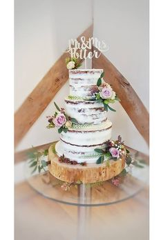 We've all seen naked wedding cakes rise in popularity over the last couple of years but now we have its more demure cousin