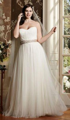 Gorgeous Wedding Dresses for Curvy Women