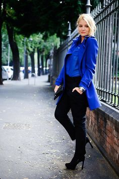Love that blue Chic Fall Fashion, Fall Chic, Blue Fashion, Fashion Looks, Womens Fashion, Blue Coats, Colored Pants, Electric Blue, Blue Sweaters