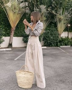 Stephanie Hill wears featuring Sezane on The Style Bungalow 80s Fashion, Look Fashion, Fashion Dresses, Fashion Design, Swag Fashion, Aesthetic Fashion, Grunge Fashion, Fashion History, Modest Fashion