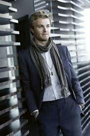 Suit+scarf