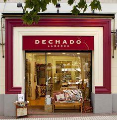 Enviamos lanas a toda España, pero si quieres ver y tocar, acercate a nuestra tienda. Si te apasionan las labores, ven a conocernos. Gastos de envío: hasta 1000 gramos: 5,50 euros.