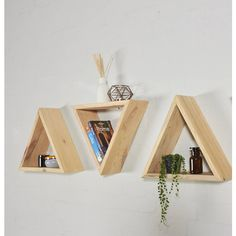 Sunnyside Interiors Reclaimed Industrial Pallet Geometric Triangle... (300 BRL) ❤ liked on Polyvore featuring home, furniture, storage & shelves, bookcases, industrial shelving, industrial shelf, shelf book case, industrial bookcase and industrial bookshelves