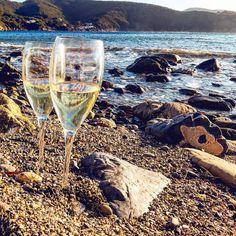 Iniziamo l'anno come lo avevamo terminato... al mare  qui siamo alla spiaggia dell'Enfola a #portoferraio nello scatto di @simo.cala_82. Continuate a taggare le vostre foto con #isoladelbaapp il tag delle vostre vacanze all'#isoladelba.