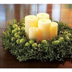 Christmas table centerpiece WOULD BE PRETTY ON BURLAP TABLES