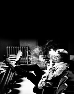 Lucille Ball with cigarette observing a rehearsal or reading of some kind, likely in a Desilu studio or sound stage. Hollywood Heroines, In Hollywood, Hollywood Glamour, I Love Lucy, Do Love, Frances Farmer, Desi Arnaz, Lucille Ball, Film Movie