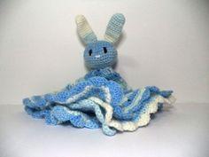 Mantinha feita em crochet Coelhinho, também é possível alterar tamanho/cor a pedido por encomenda.