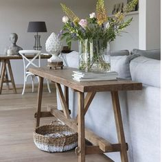 Wish my house was this tidy. Love the clean lines and simplicity Image via #hetkabinet #thesummerhousestyle #mystyle