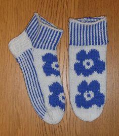 2020. Veljeni vaimolle varrettonat Unikkosukat, lankana 7-veljestä Knitting Socks, Fashion, Knit Socks, Moda, Fashion Styles, Fashion Illustrations