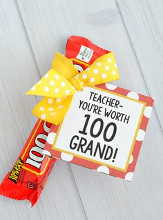 Teacher Candy Bars + 25 Handmade Gift Ideas for Teacher Appreciation – the perfect way to let those special teachers know how important they are in the lives of your children! Teacher Gift Tags, Teacher Gift Baskets, Funny Teacher Gifts, Teacher Christmas Gifts, Teacher Presents, Teacher Stuff, Christmas Cookies, Christmas Ideas, Kindergarten Gifts