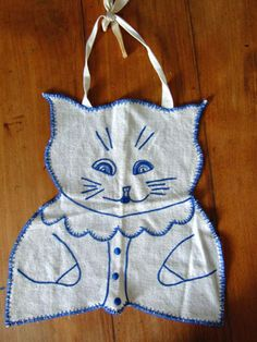 Vintage embroidered bluework cat bib.