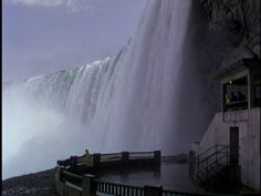 Niagara 1953 naturally offers lots of views of the Falls