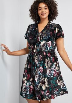 Black Floral Plus Size Dress - This super cute black floral print dress is perfect if you are looking for a little black dress with a twist.  #Fashion #Style #PlusSizeDresses PlusSize #PlusSizeFashion #PlusSizeStyle #CurvyGirl #curvy  #PlusSizelittleBlackDress#curvyfashionista