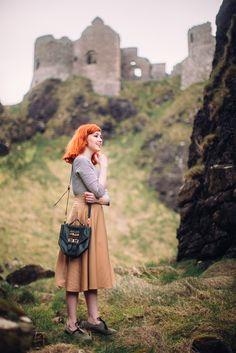 Crumbling atop grassy cliffs over the ocean, Dunluce Castle in County Antrim, Northern Ireland looks straight out of an Irish legend. Warm Outfits, Spring Outfits, Casual Outfits, Zooey Deschanel, Mode Apostolic, Retro Fashion, Vintage Fashion, Womens Fashion, Taylor Swift