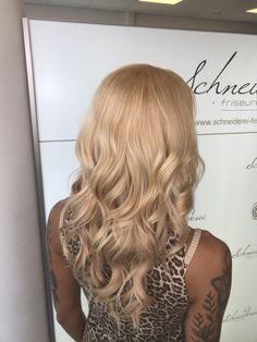 Blonde curls Blonde Curls, Trends, Long Hair Styles, Beauty, Shaving Machine, Barbershop, Hairdressers, Dressmaking, Shaving
