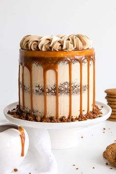he classic Gingerbread Cake gets a delicious makeover! Gingerbread cake layers and caramel buttercream paired with gingerbread streusel and homemade caramel. Fall Dessert Recipes, Fall Desserts, Christmas Desserts, Christmas Cakes, Desserts Caramel, Xmas Cakes, Chewy Gingerbread Cookies, Gingerbread Cake, Gingerbread Recipes