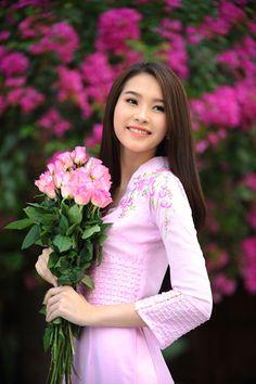 Hoa hậu Việt Nam 2012 như nàng xuân nồng nàn trước thềm năm mới. - VnExpress Giải Trí