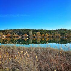 La delgada línea verde | The thin green line  Laguna del Rey Ruidera  #lagunasderuidera #lamanchahumeda #mobilephotography