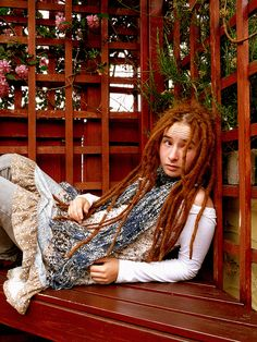 I love her dreads. Red dreads, mmm.