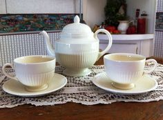 I love this tea set, which belonged to Rose Wilder Lane. Given to her next-door neighbor in Harlingen TX in 1968. She gave it to her daughter, who gave it to me. It will go to the Wilder museum.