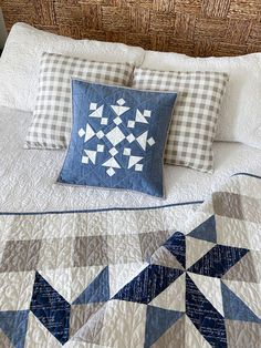 Quilt Block Patterns, Crochet Blanket Patterns, Pattern Blocks, Quilt Blocks, Winter Quilts, Fall Quilts, Blue Quilts, Snowflake Pillow, Straight Line Quilting