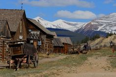 Ghost towns in Colorado - add this to the list of places to go. Ghost Towns In Colorado, Colorado Homes, Abandoned Buildings, Abandoned Places, Abandoned Ohio, Abandoned Mansions, Old Western Towns, Places To Travel, Places To Visit