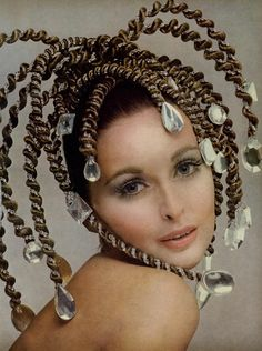 ~SAMANTHA JONES MODELS NEW HAIRSTYLE, Vogue October 1967 ~*