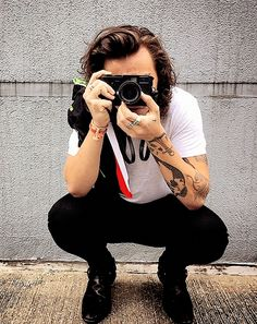 This is a source about Harry Styles, Niall Horan, Liam Payne and Louis Tomlinson. You'll find pictures and videos of their candids, events and concerts. Niall Horan, Zayn Malik, Styles Harry, Harry Styles Pictures, Harry Edward Styles, Liam Payne, Louis Tomlinson, Banda One Direction, Dimples
